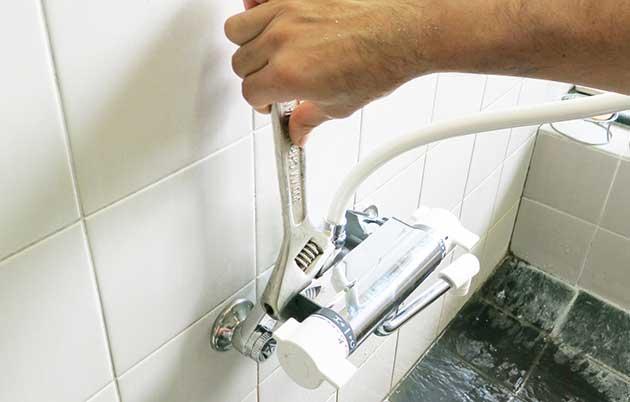 水道の蛇口やシャワーは自分で取り替えることができます